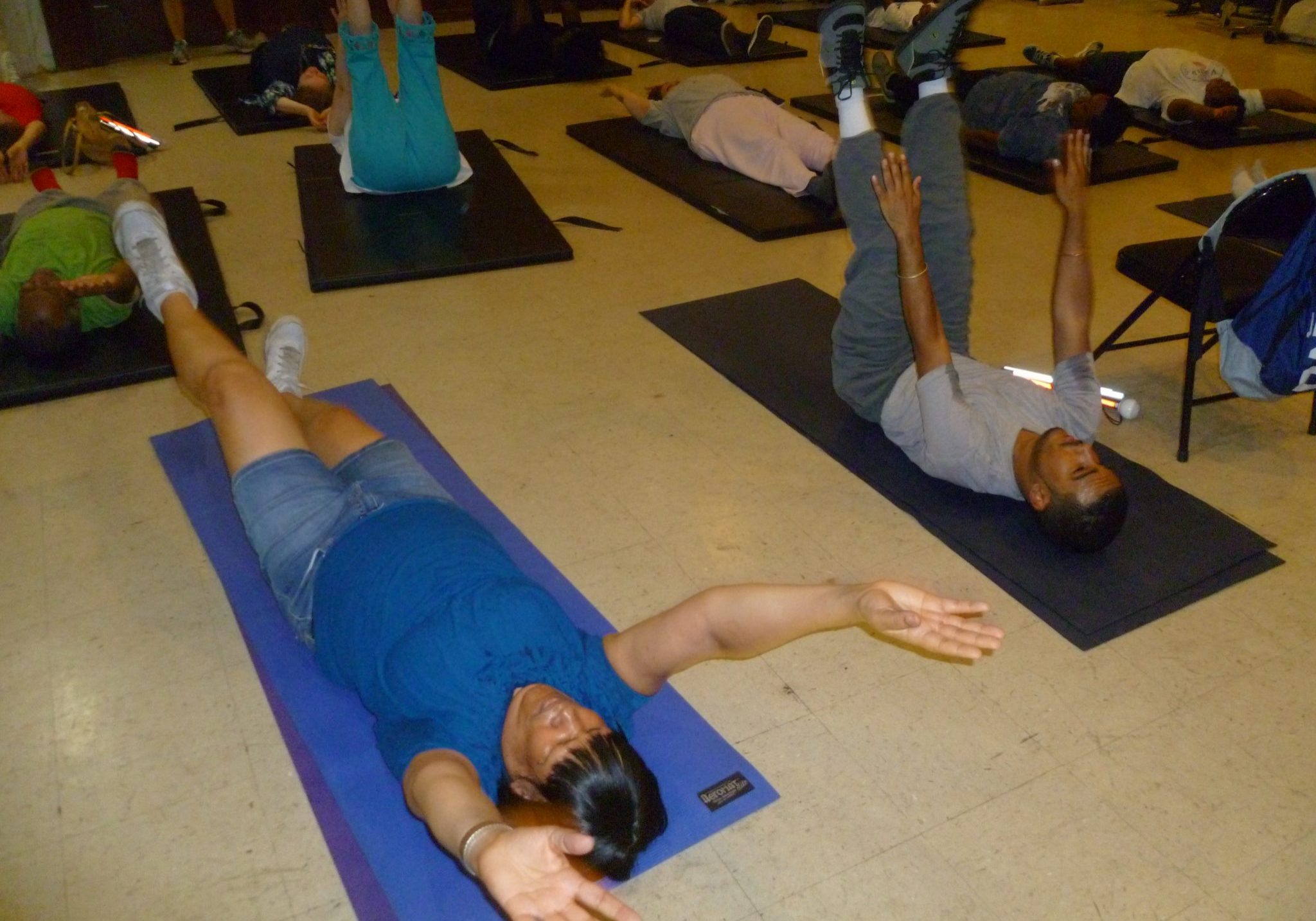 Fitness Explosion Class - people doing ab workouts on mats
